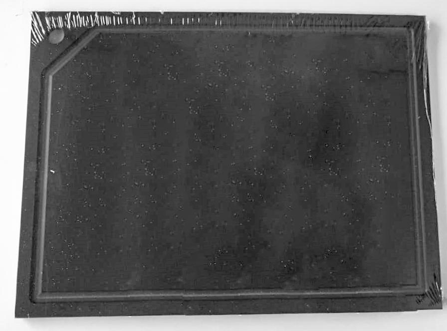 Tabua de Corte em polietileno e pegador pretos - 50 x 30 - canaleta